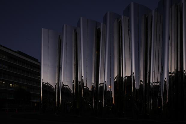Архитектура дня: музей сволнистым фасадом изнержавеющей стали. Изображение № 9.