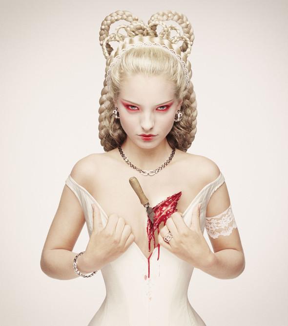 Белая фотосессия. Королевская кровь. Эрвин Олаф.. Изображение № 9.
