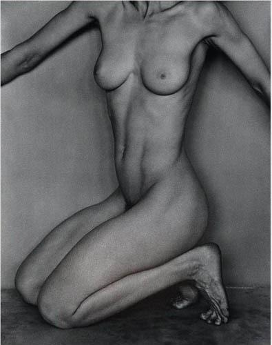 Части тела: Обнаженные женщины на винтажных фотографиях. Изображение № 50.
