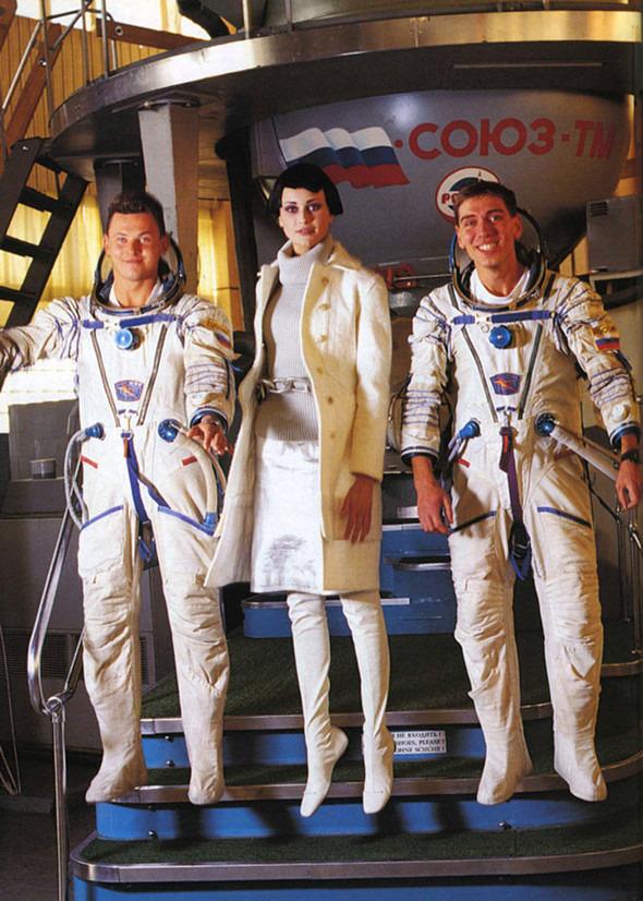 Космос рядом: модные съемки к выходу фильма «Прометей». Изображение №22.