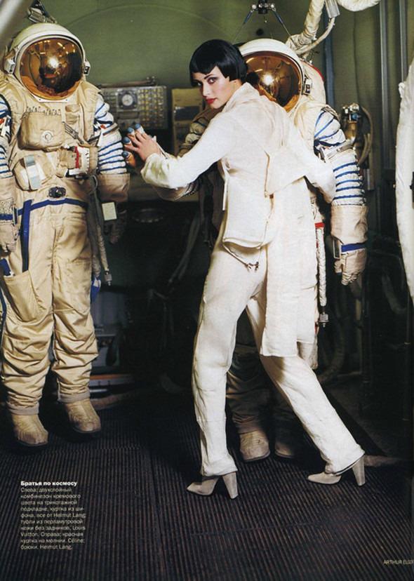 Космос рядом: модные съемки к выходу фильма «Прометей». Изображение №25.