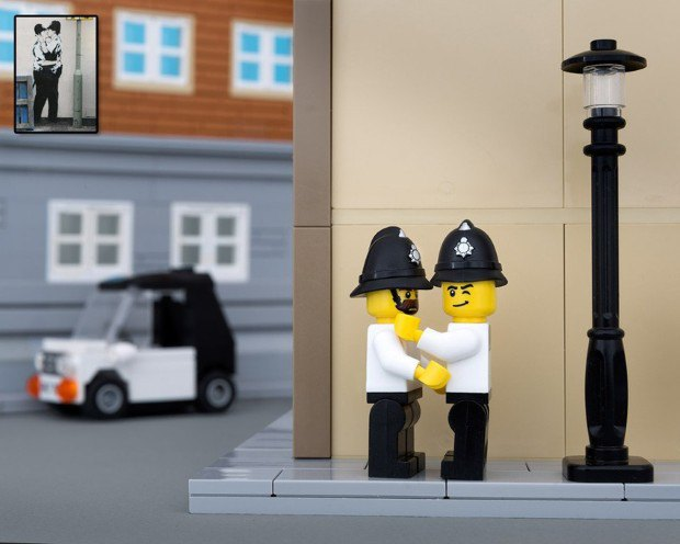 Работы Бэнкси воссоздали в конструкторе LEGO. Изображение № 7.