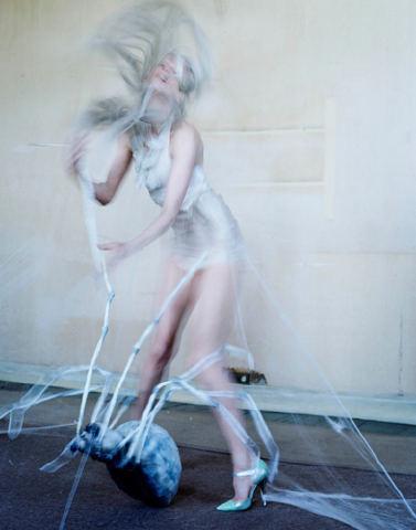 Съёмка: Кристен Макменами в объективе Тима Уокера. Изображение № 5.