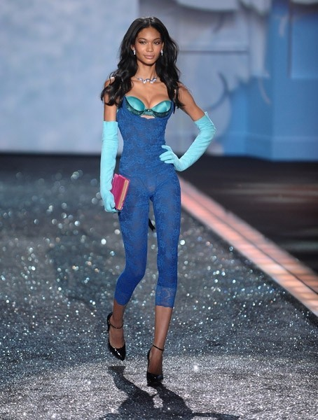Victoria's Secret Fashion Show 2009–2010. Изображение № 16.