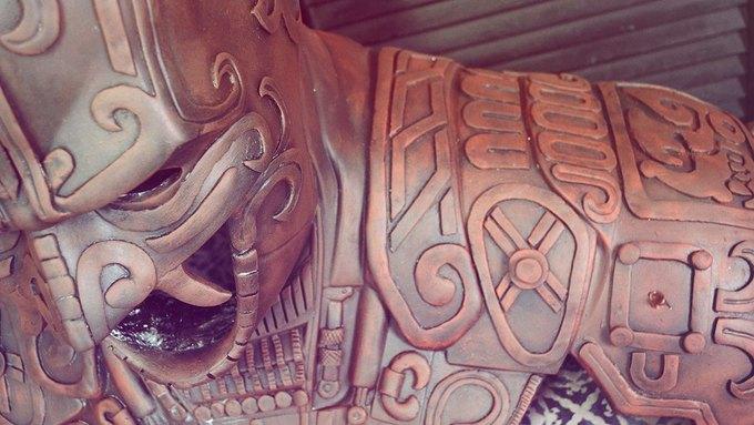 Художник создал бэт-костюм в стиле древних майя. Изображение № 4.