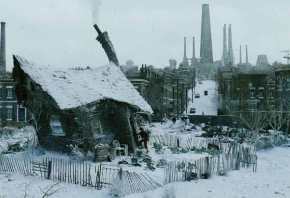 Индустриальный городишко в манчестерском духе. «Чарли и шоколадная фабрика» 2005. Изображение № 24.