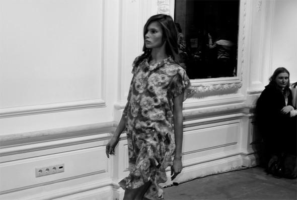 Дизайнер Андрей Артемов: «Она идет от своего парня в мужском пиджаке поверх коктейльного платья». Изображение № 1.