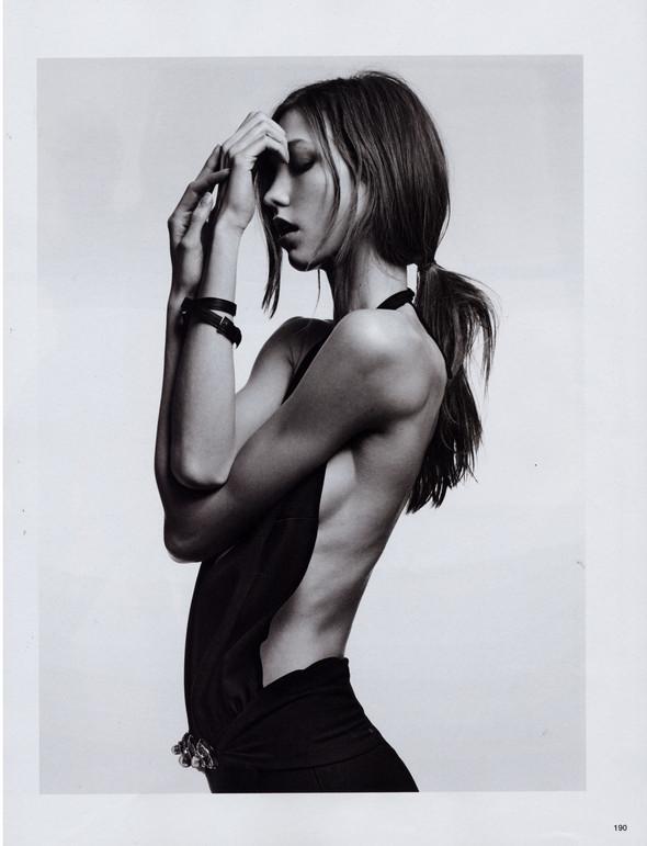Съёмка: Карли Клосс в объективе Эди Слимана для Vogue. Изображение № 5.