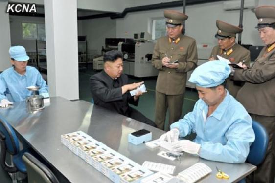 Северная Корея представила свой первый смартфон. Изображение № 2.