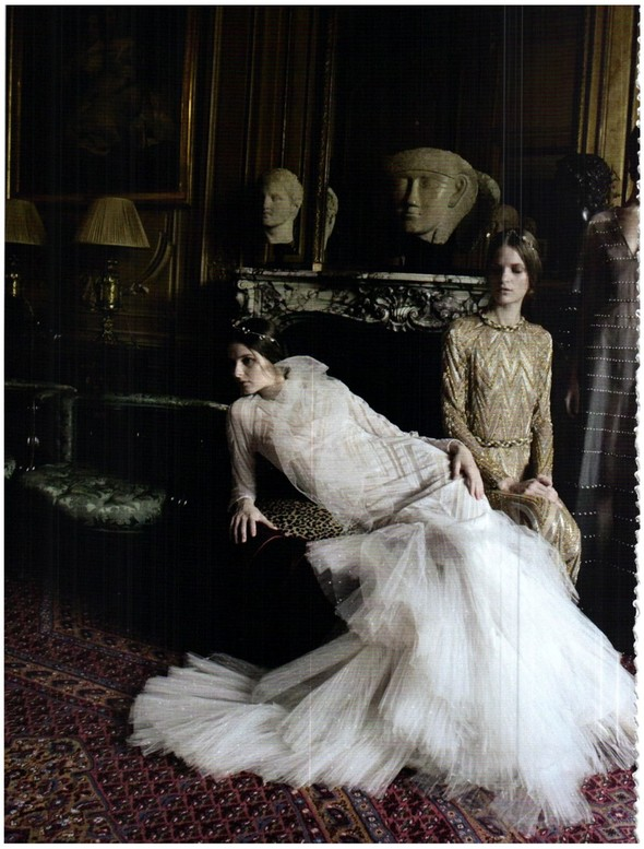 Съёмка: Кутюр Valentino в итальянском Vogue. Изображение № 2.