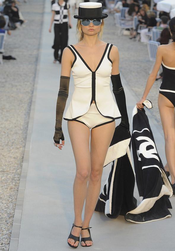 Изображение 16. Показана новая круизная коллекция Chanel.. Изображение № 16.