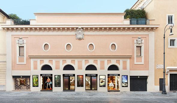 Новые магазины: Louis Vuitton в Риме, Chanel в Москве и Celine в Нью-Йорке. Изображение № 17.