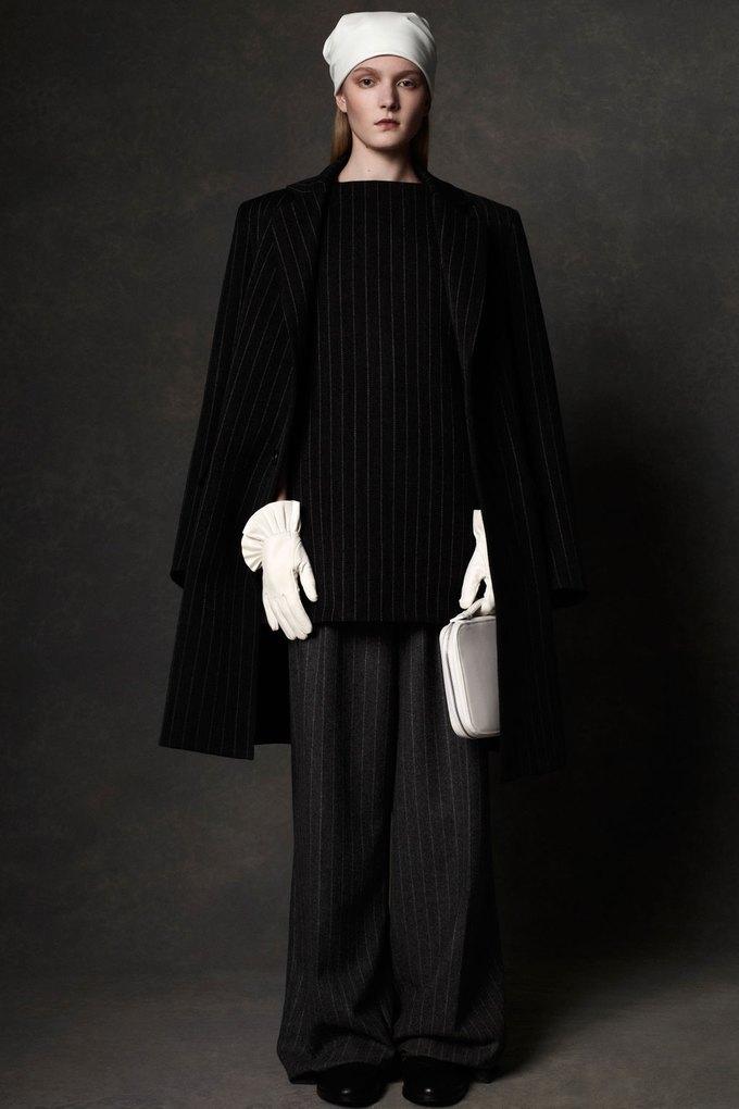 Вышли предосенние коллекции Alexander McQueen, Moschino и Valentino. Изображение № 5.