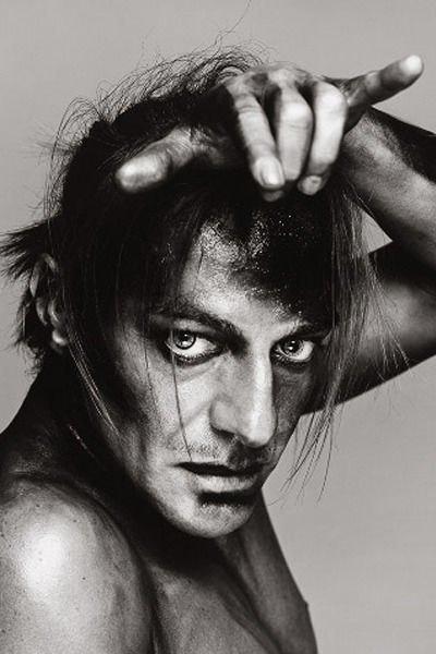 Джон Гальяно, фэшн-дизайнер. Изображение № 11.