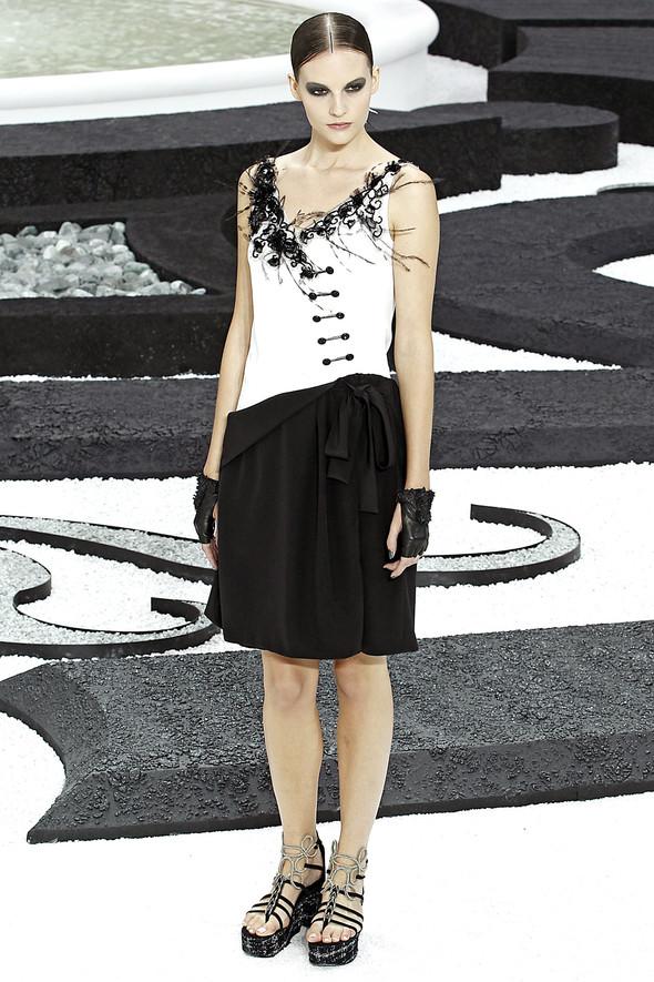 Карл Лагерфельд показал одну из самых красивых коллекций, когда-либо созданных для Chanel. Изображение № 55.