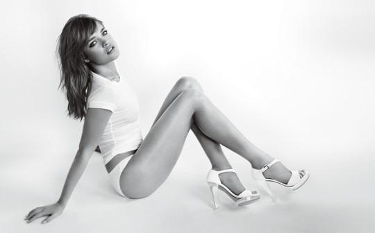 Кампания: Наталья Водянова для Stuart Weitzman SS 2012. Изображение № 2.