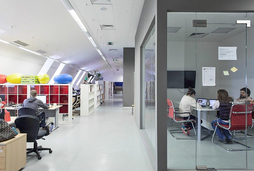 Лестница в никуда и хаски в московском офисе BBDO. Изображение № 18.
