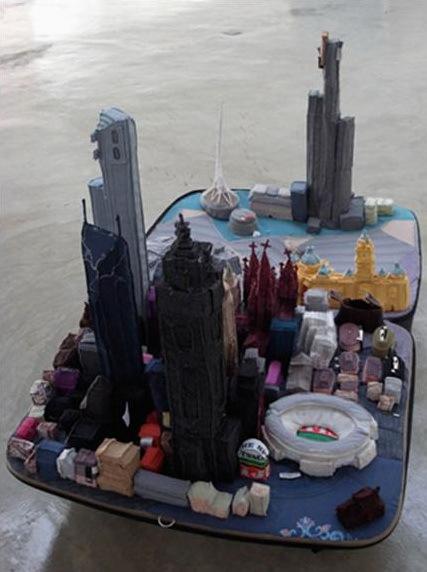 «Город вчемодане» китайской художницы YinXiuzhen. Изображение № 4.