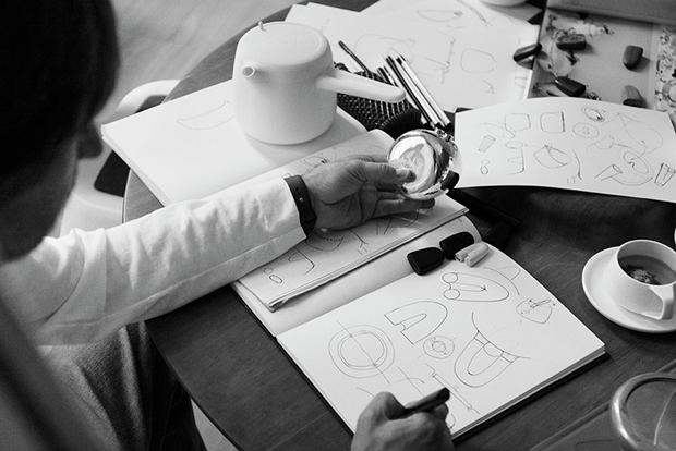 Дизайнер Марк Ньюсон создал серебряный чайный сервиз. Изображение № 19.