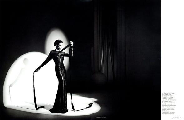 Съёмка: Саския де Брау в объективе Марио Тестино. Изображение № 11.