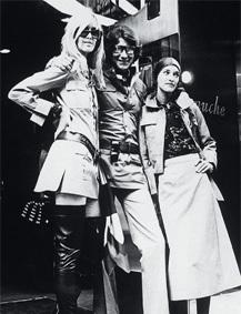 Двемузы известного дизайнера ИваСен Лорана. Изображение № 1.