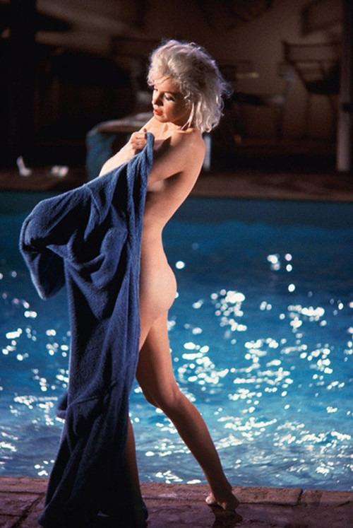 Неопубликованные снимки обнаженной Мерлин Монро за 3 месяца до смерти . Изображение № 7.