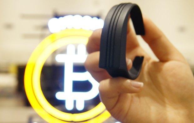 Оплатить покупку биткоинами можно будет взмахом руки. Изображение № 1.