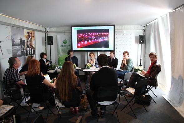 """Изображение 1. Проект """"АРТКИНО"""" в Российском павильоне на 64-ом Международном Каннском кинофестивале.. Изображение № 2."""