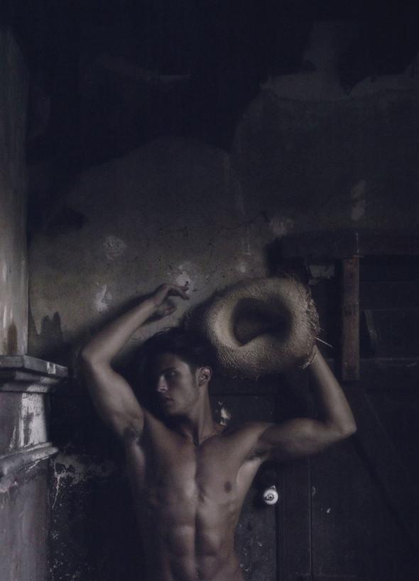 Съёмка: Батист Жиабикони в объективе Карла Лагерфельда. Изображение № 9.