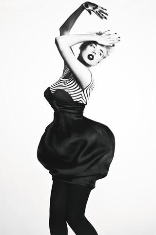 Архивная съёмка: Агнесс Дейн для W, 2007. Изображение № 3.