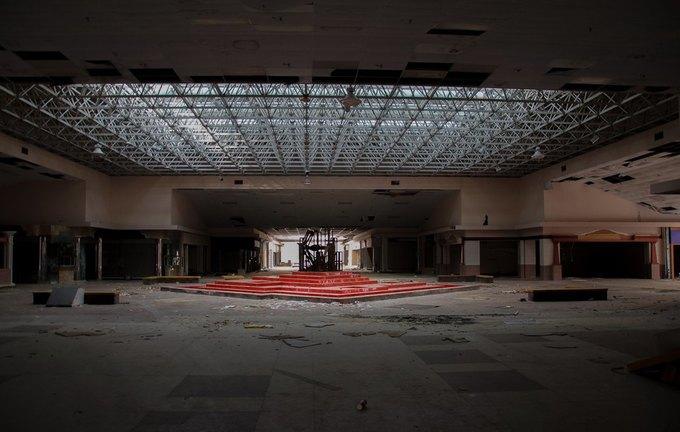 Фото: заброшенный торговый центр в США. Изображение № 13.