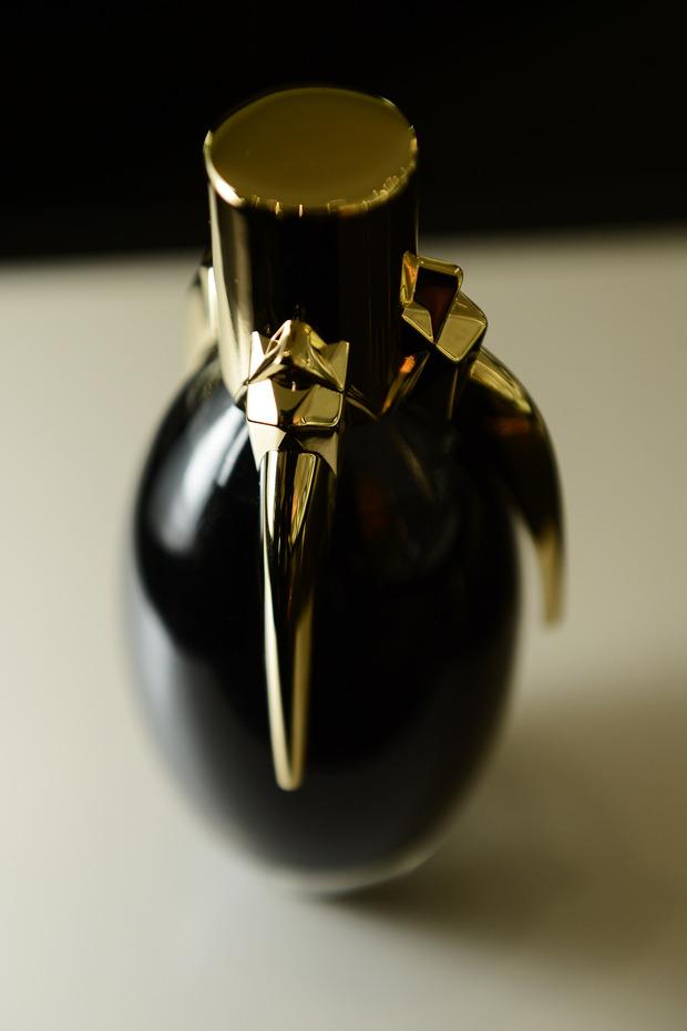 Леди Гага представила в Harrods духи FAME. Изображение № 9.