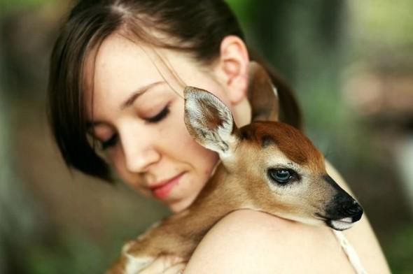 ЭМИЛИ ЛИ : девушка и олень. Изображение № 4.