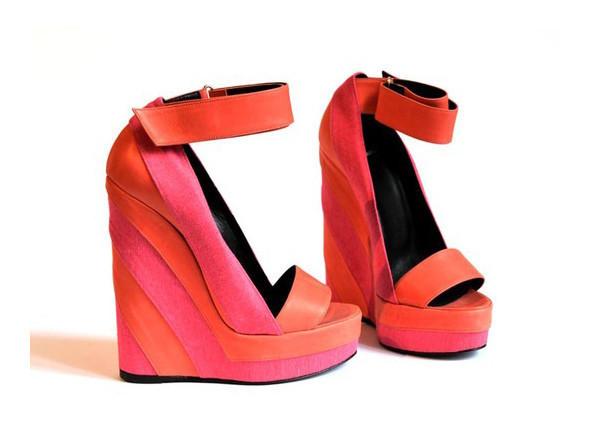 Walking in my shoes: 10 тенденций обуви весны-лета 2011. Изображение № 2.