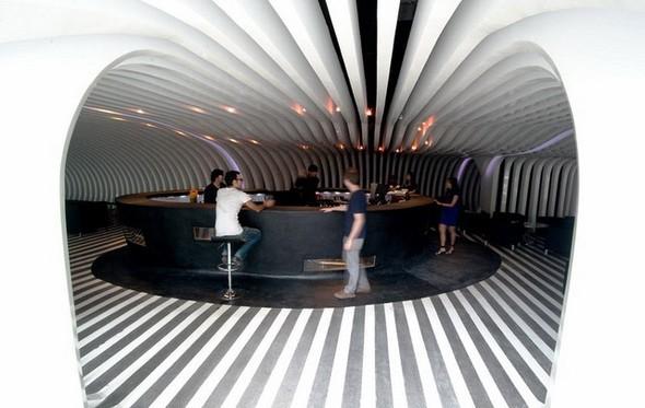Под стойку: 15 лучших интерьеров баров в 2011 году. Изображение № 73.