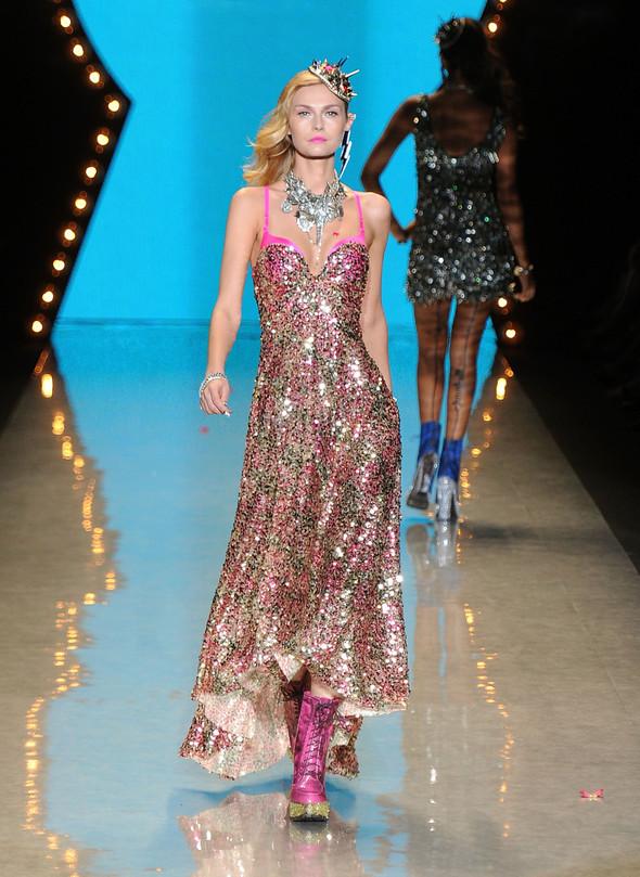 New York Fashion Week: Betsey Johnson Spring 2012. Изображение № 93.