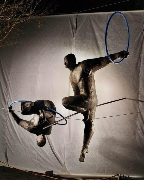 Скульптуры Джерзи Кедзиоры, парящие в воздухе. Изображение № 27.