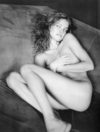 Части тела: Обнаженные женщины на фотографиях 1990-2000-х годов. Изображение №129.