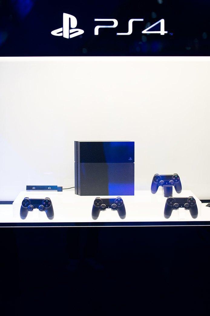 Косплей, киберспортсмены, PS4 и Xbox One на выставке «ИгроМир-2013». Изображение № 27.