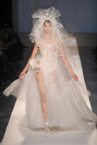 """""""Выбираем свадебное платье!"""" 93 идеи ведущих дизайнеров. Изображение № 90."""
