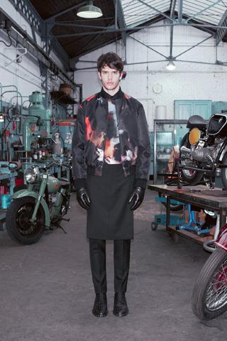 Givenchy, Comme des Garçons, Folk и другие марки показали новые лукбуки. Изображение № 7.