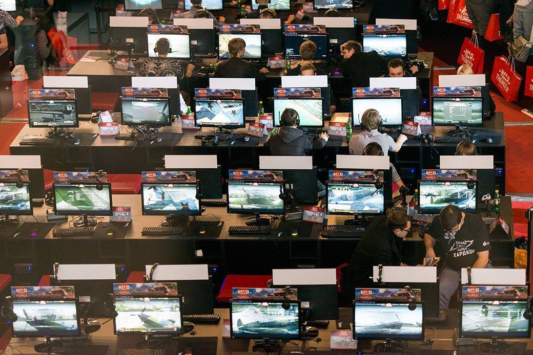 Косплей, киберспортсмены, PS4 и Xbox One на выставке «ИгроМир-2013». Изображение № 22.