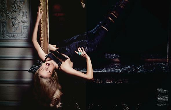 Съёмка: Наташа Поли для японского Vogue. Изображение № 2.