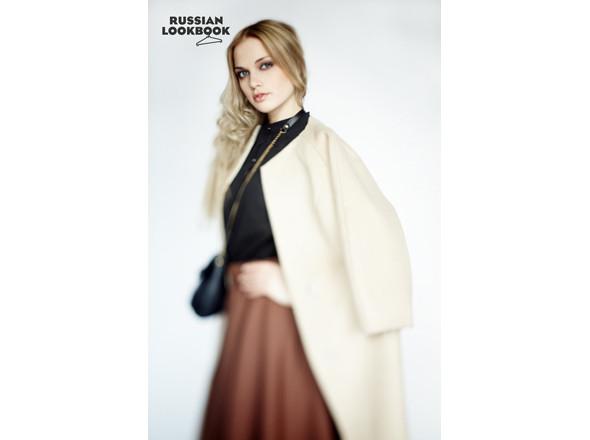 Пальто Дарья Бердеева, юбка Osome2some, блуза Yanina Vekhteva, сумка Marimann. Изображение № 35.