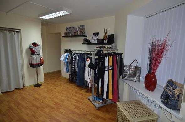 В СПб в зоне бутиков открылся шоу-рум брендовой одежды по низким ценам. Изображение № 2.