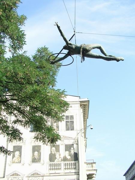 Скульптуры Джерзи Кедзиоры, парящие в воздухе. Изображение № 18.