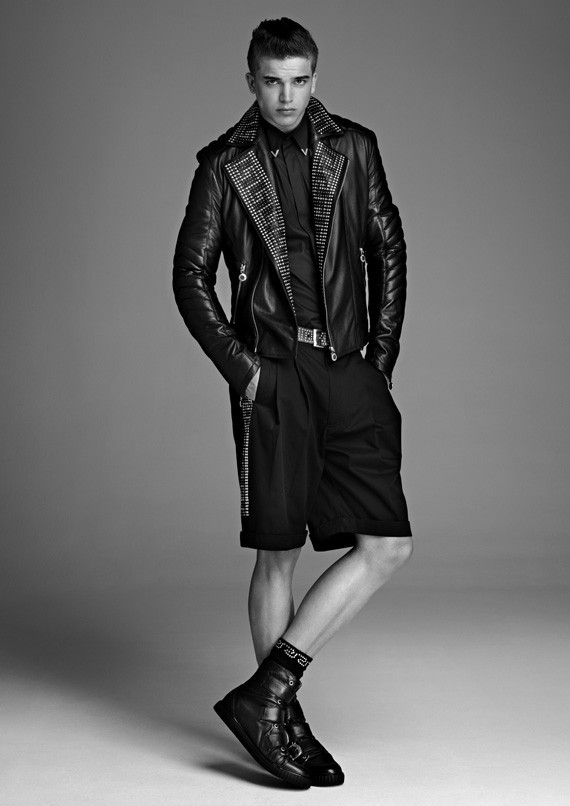 Лукбук, съёмка вещей и цены на мужскую коллекцию Versace для H&M. Изображение № 5.