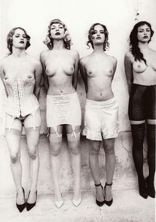 Части тела: Обнаженные женщины на фотографиях 1990-2000-х годов. Изображение №10.