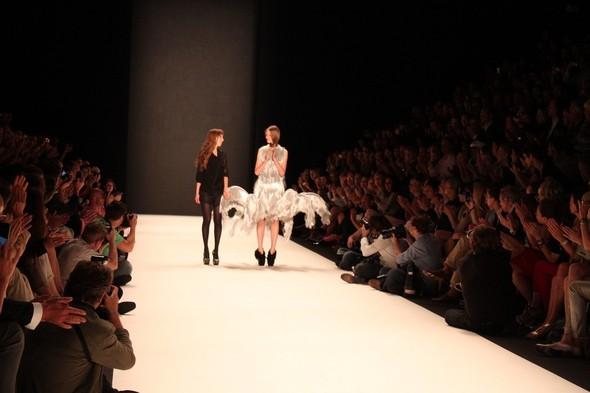 Iris van Herpen на берлинской Неделе Моды весна-лето 2012. Изображение № 21.