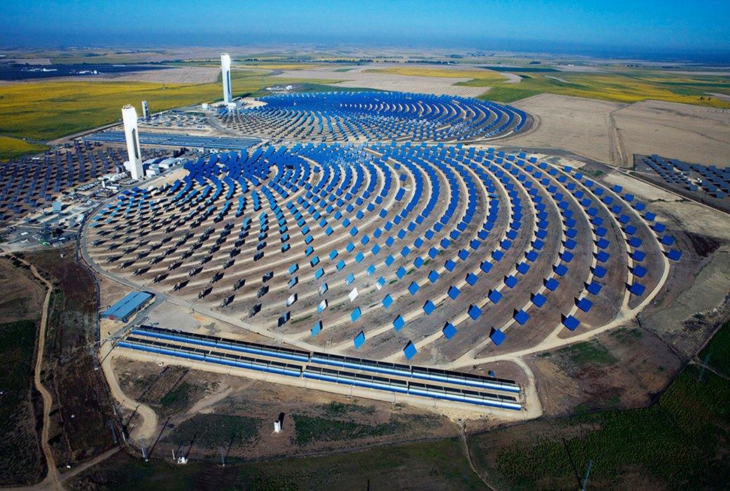 Как выглядит будущее: сотни гектаров солнечных ферм. Изображение № 13.